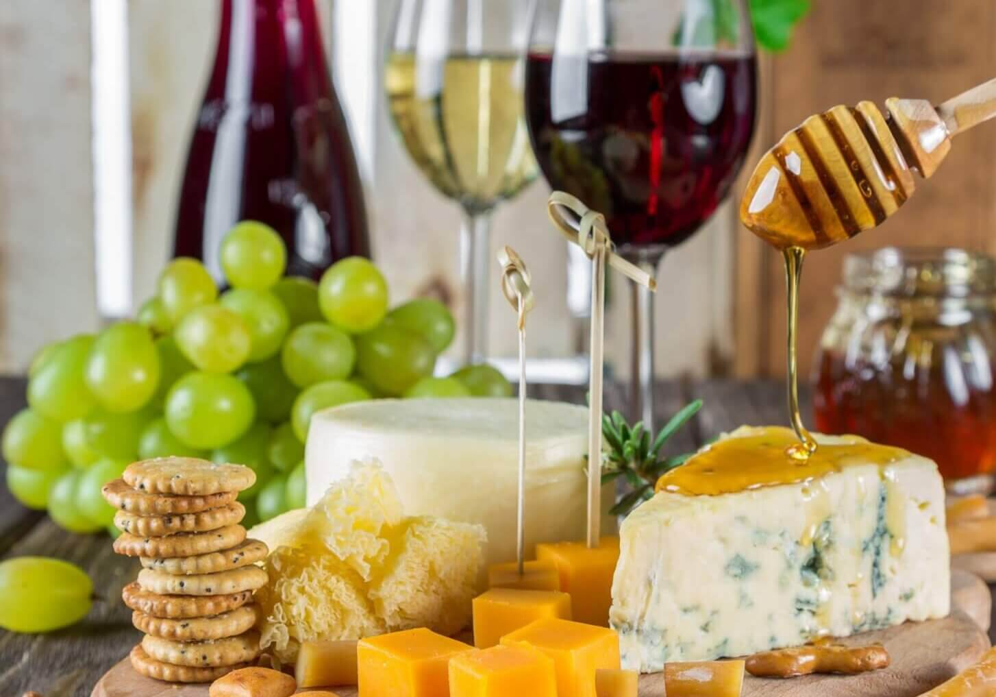 close-up-of-wine-and-fruits-248413